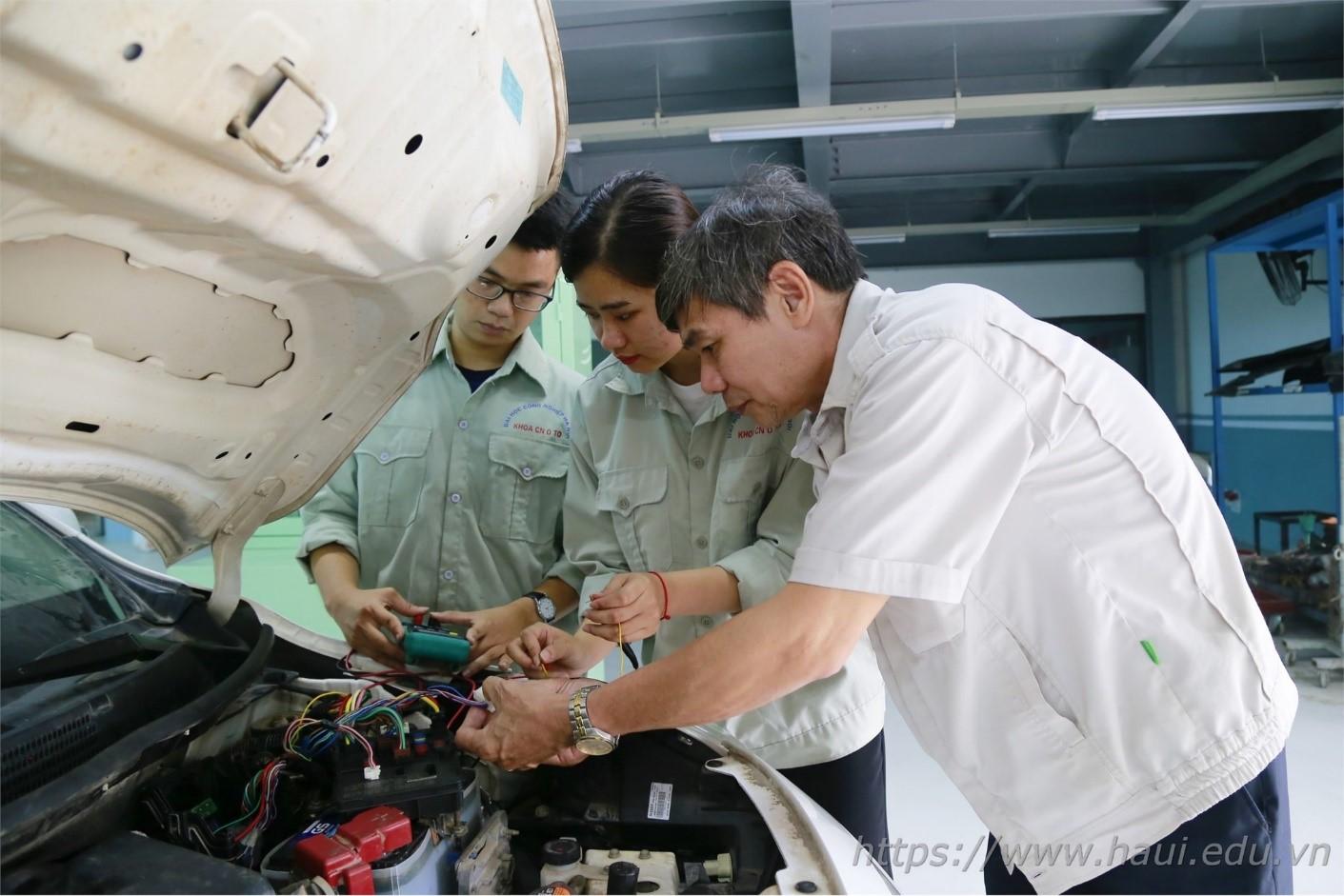 Cao Thị Mến - Nữ sinh đam mê ngành Công nghệ kỹ thuật ô tô, thành viên Đội tuyển tham dự kỳ thi Kỹ năng nghề quốc gia 2020
