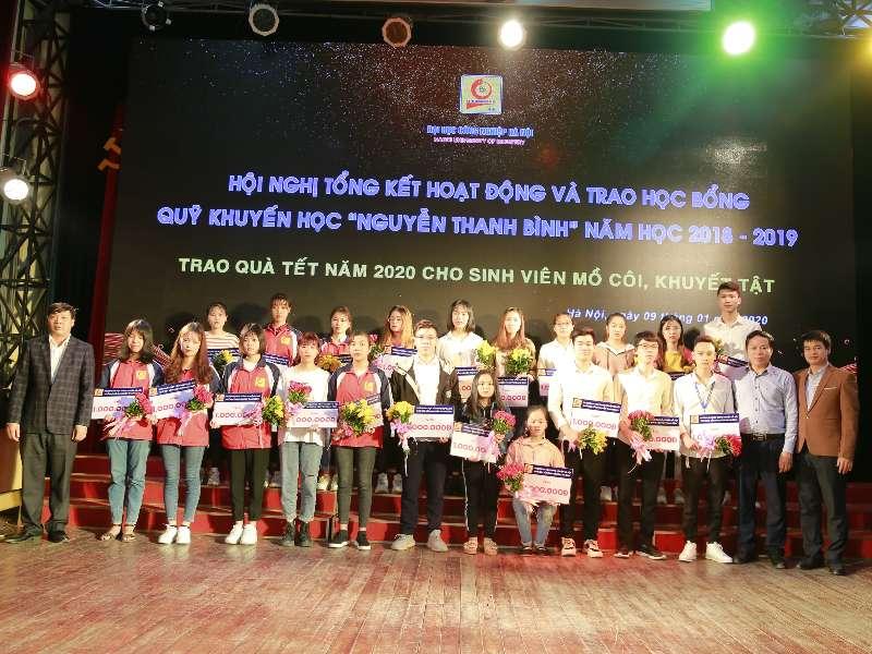 """Tổng kết hoạt động và trao học bổng Quỹ khuyến học """"Nguyễn Thanh Bình"""" năm học 2018 - 2019"""